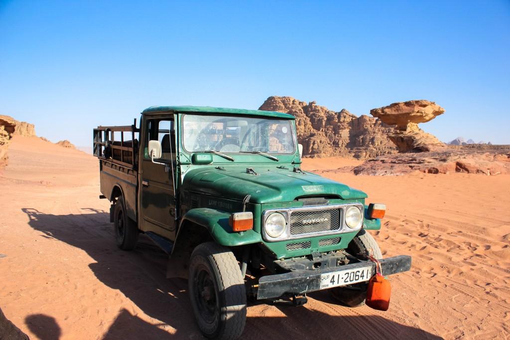 Our truck at Wadi Rum Desert, Jordan รถกระบะ ทะเลทราย วาดีรัม