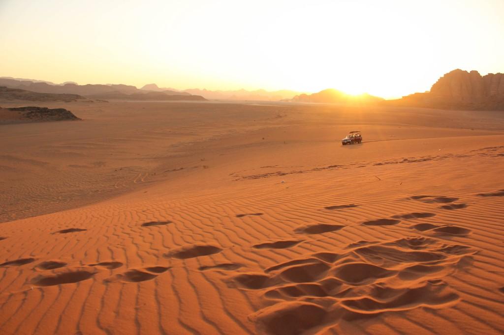 Sunset, sand dune, Wadi Rum Desert, Jordan พระอาทิตย์ตก ทะเลทราย วาดีรัม จอร์แดน